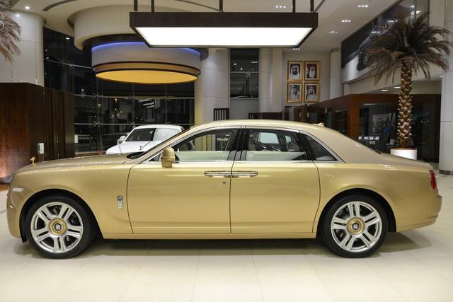 Cận cảnh xe siêu sang Rolls-Royce Ghost mang cảm hứng ốc đảo trên sa mạc - Ảnh 14.
