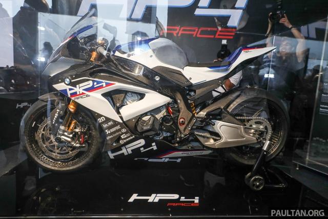 Mô tô siêu nhẹ và công nghệ cao BMW HP4 Race có mặt tại Đông Nam Á, giá từ 2,8 tỷ Đồng - Ảnh 1.