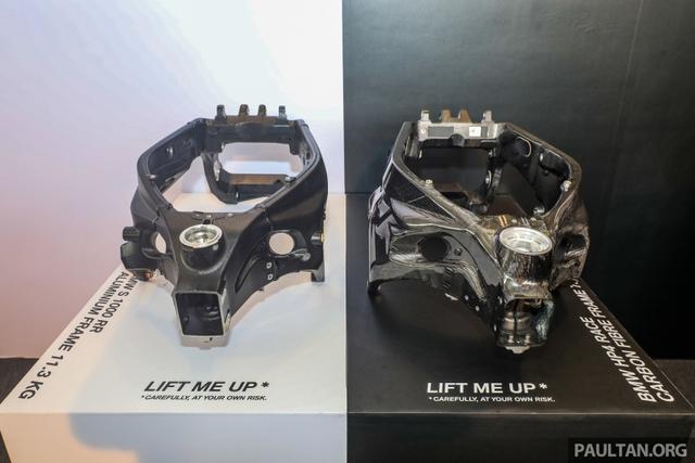 Mô tô siêu nhẹ và công nghệ cao BMW HP4 Race có mặt tại Đông Nam Á, giá từ 2,8 tỷ Đồng - Ảnh 4.