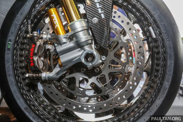 Mô tô siêu nhẹ và công nghệ cao BMW HP4 Race có mặt tại Đông Nam Á, giá từ 2,8 tỷ Đồng - Ảnh 11.