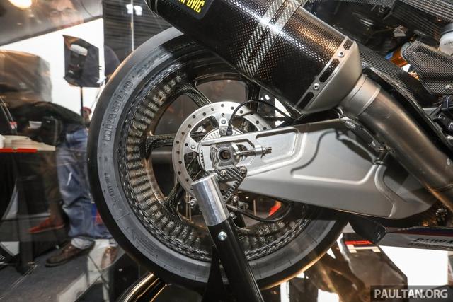 Mô tô siêu nhẹ và công nghệ cao BMW HP4 Race có mặt tại Đông Nam Á, giá từ 2,8 tỷ Đồng - Ảnh 12.
