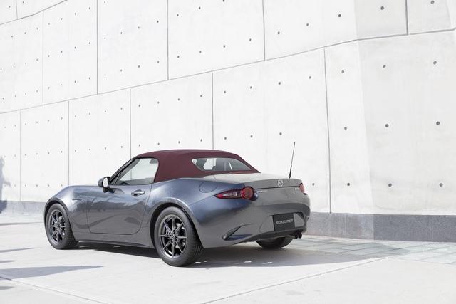 Mazda nâng cấp xe mui trần bán chạy nhất thế giới MX-5 - Ảnh 2.