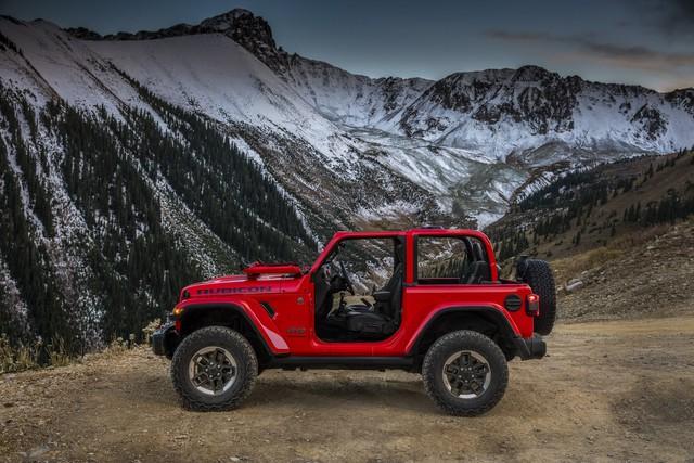 Chưa ra mắt, xe việt dã Jeep Wrangler 2018 bản 4 cửa đã lộ giá và trang bị - Ảnh 1.