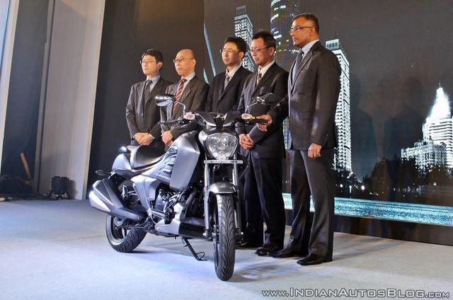 Xe cruiser bình dân Suzuki Intruder 150 chính thức trình làng, giá chỉ 1.515 USD - Ảnh 1.