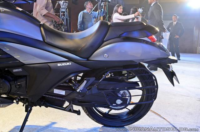 Xe cruiser bình dân Suzuki Intruder 150 chính thức trình làng, giá chỉ 1.515 USD - Ảnh 9.