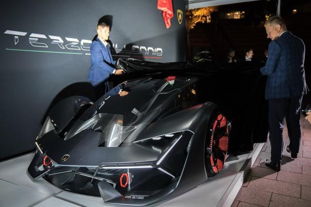 Chiêm ngưỡng vẻ đẹp bằng xương, bằng thịt của siêu phẩm Lamborghini Terzo Millennio mới ra mắt - Ảnh 1.