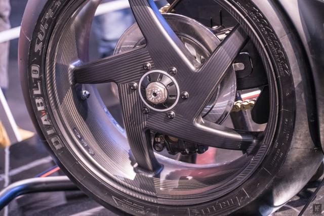 Chiêm ngưỡng vẻ đẹp của Honda CB4 Interceptor - xe café racer đến từ tương lai - Ảnh 10.