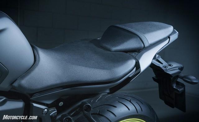 Yamaha MT-07 2018: Thay đổi nhẹ, giá cao hơn - Ảnh 2.