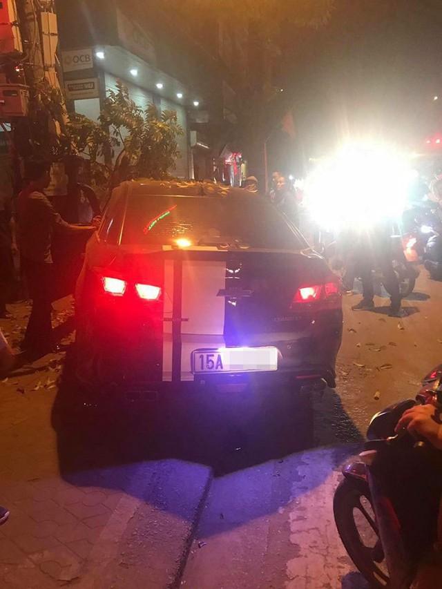 Hải Phòng: Nam thanh niên vừa hít bóng vừa lái ô tô, gây tai nạn liên hoàn - Ảnh 2.
