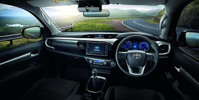 Toyota Hilux 2018 ra mắt với thiết kế tương tự Tacoma, khác xe ở Việt Nam - Ảnh 4.
