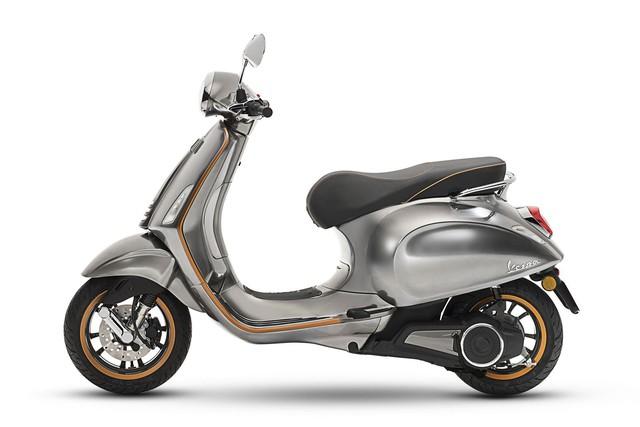 Xe tay ga Vespa chạy điện sẽ được bán ra vào năm sau - Ảnh 1.
