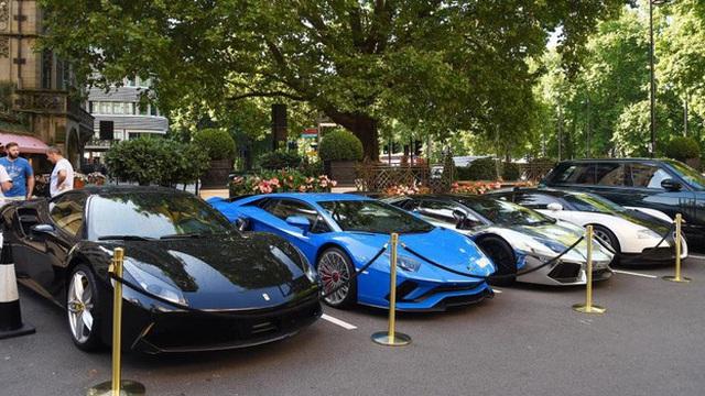 """Bugatti Chiron cùng dàn siêu xe """"khủng"""" của các đại gia Ả Rập """"náo loạn"""" tại London"""