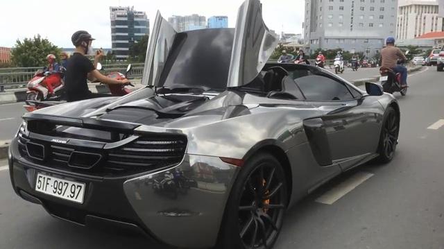 """Xem Cường """"Đô-la"""" đóng và mở mui siêu xe McLaren 650S Spider khi đang chạy"""