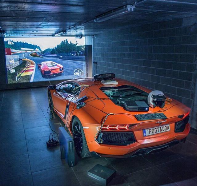 Chuyện ngược đời: Anh chàng độ xe Lamborghini thành máy chơi game đua xe thực tế ảo - Ảnh 1.