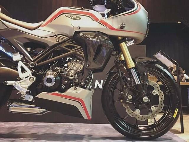 Cận cảnh phiên bản độ chính hãng của naked bike Honda CB150R ExMotion - Ảnh 3.