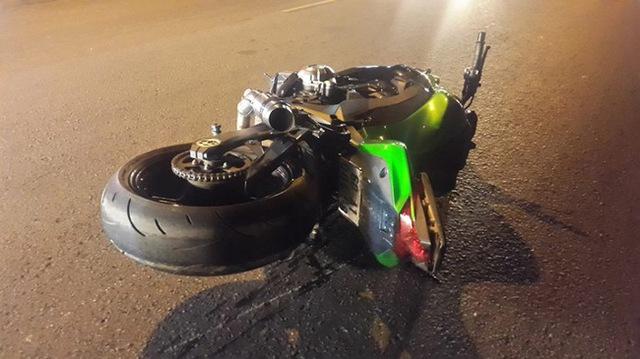 Lâm Đồng: Ôm cua quá đà, biker cùng chiếc Kawasaki Z1000 lao xuống bãi cỏ trên đèo Bảo Lộc - Ảnh 4.