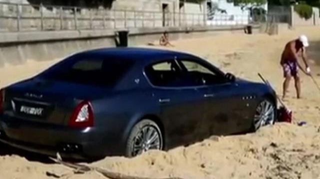 Người đàn ông lái xe sang Maserati Quattroporte ra bãi biển để... đánh golf