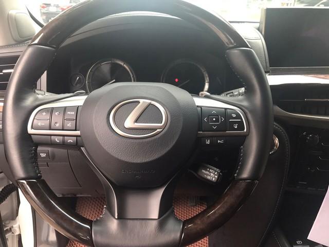Chuyên cơ mặt đất Lexus LX570 2016 đi lướt giá rẻ hơn gần 2 tỷ so với mua mới - Ảnh 10.