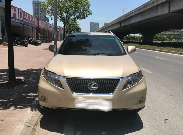 Đi 7 năm, Lexus RX350 hạ giá một nửa tại Hà Nội - Ảnh 2.