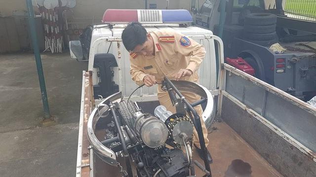 Mô tô độ kiểu xe Người Dơi bị cảnh sát giao thông Đà Nẵng thu giữ