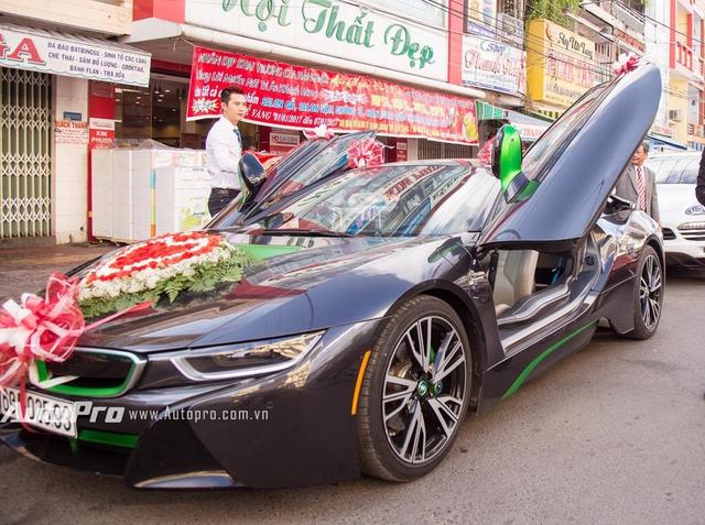 BMW i8 độc nhất Cà Mau làm xe dâu - Ảnh 2.