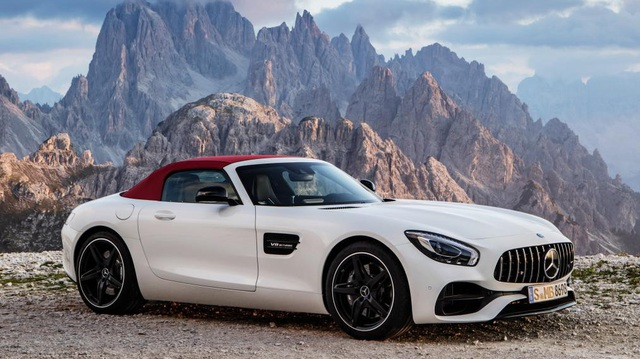 Mercedes-AMG GT mui trần sắp được phân phối chính hãng tại Việt Nam?
