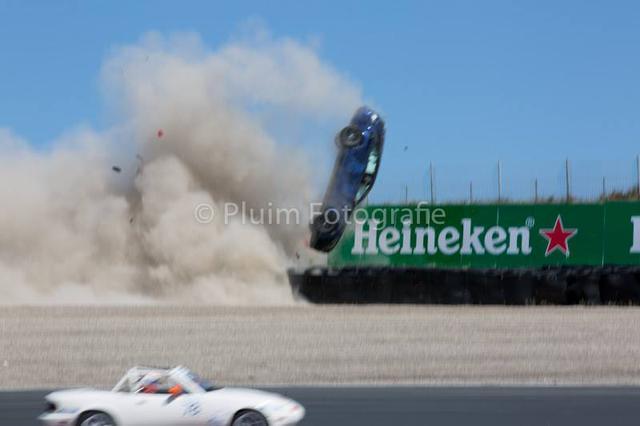 Mercedes-AMG C63 Estate bay lên không trung trong tai nạn kinh hoàng - Ảnh 3.