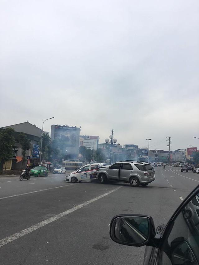 Hà Nội: Xe điên Toyota Fortuner gây tai nạn liên hoàn khiến 3 người bị thương - Ảnh 1.