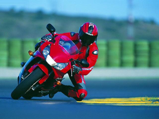 CBR900RR - Siêu mô tô nhẹ nhất trong lịch sử Honda - Ảnh 6.