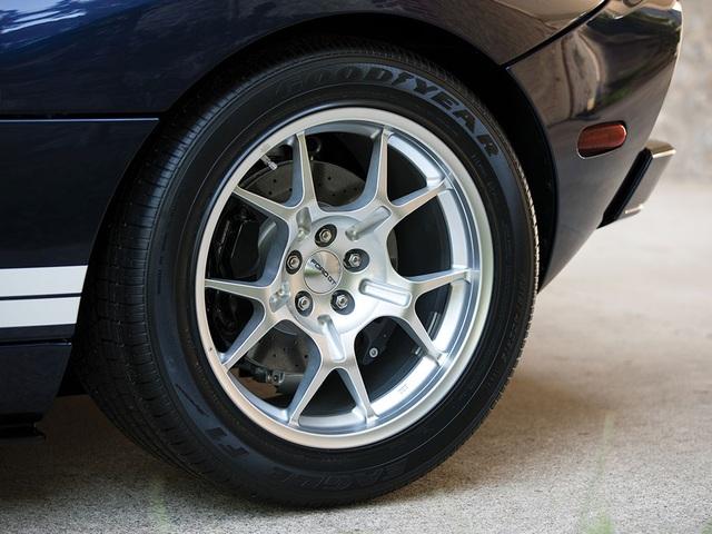 Vẻ đẹp vượt thời gian của chiếc Ford GT 11 tuổi chuẩn bị đấu giá - Ảnh 9.