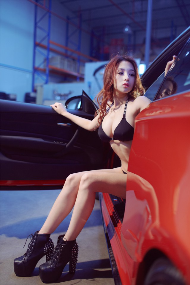 Cô nàng da sáng, dáng xinh bên BMW M-series - Ảnh 16.