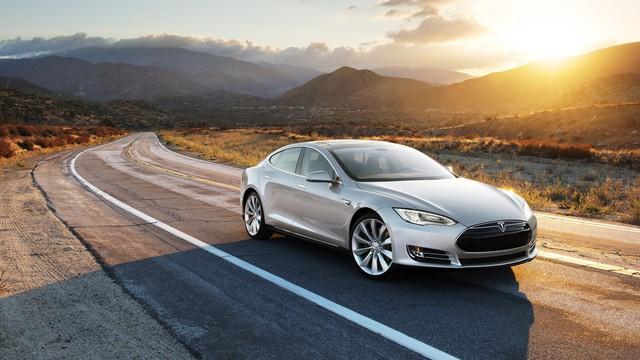 Những điều ấn tượng nhất mà xe tự lái Tesla có thể làm được - Ảnh 1.