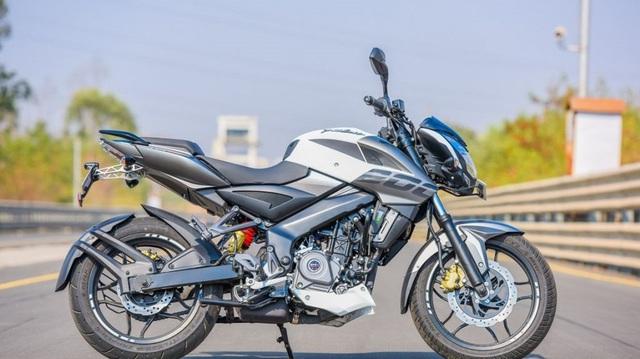 Xe naked bike Bajaj Pulsar 200NS 2017 ra mắt, giá từ 32,4