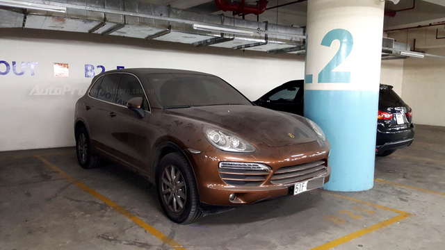 Xót xa với Porsche Cayenne đời cũ, màu hiếm, làm bạn với bụi trong hầm đỗ xe - Ảnh 1.