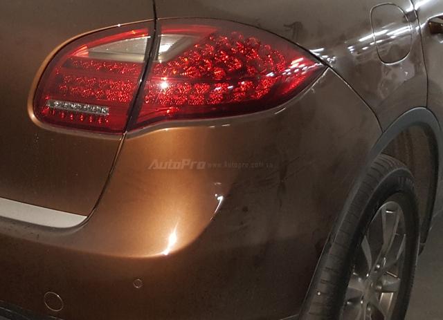 Xót xa với Porsche Cayenne đời cũ, màu hiếm, làm bạn với bụi trong hầm đỗ xe - Ảnh 10.