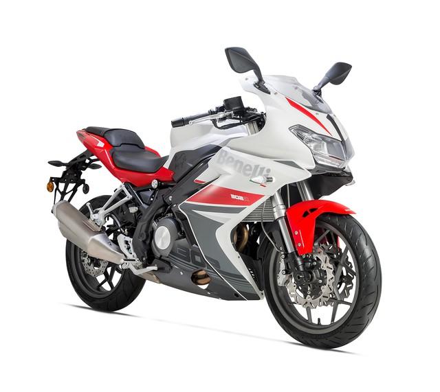 Benelli 302R 2018 - Mô tô thể thao cạnh tranh Yamaha R3 và Honda CBR300R - Ảnh 2.