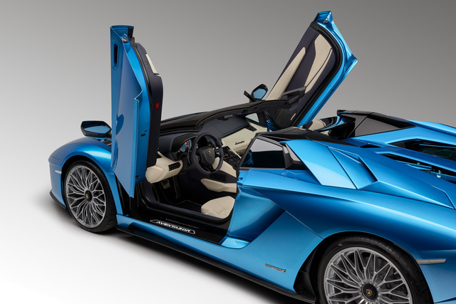 Lamborghini Aventador S LP740-4 mui trần chính thức trình làng, giá từ 10,4 tỷ Đồng - Ảnh 5.
