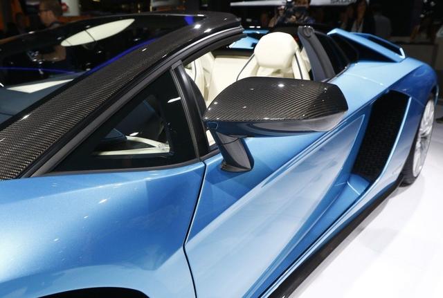 Đây là những hình ảnh nóng hổi về chiếc Lamborghini Aventador S LP740-4 mui trần sắp ra mắt - Ảnh 6.