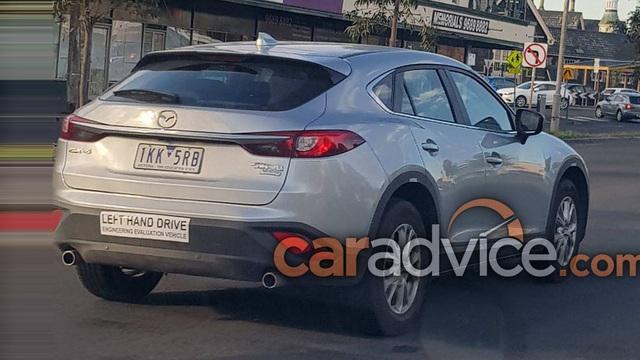 """Crossover cỡ nhỏ khiến nhiều người """"phát thèm"""" Mazda CX-4 bất ngờ """"xuất ngoại"""""""