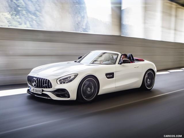 Mercedes-AMG GT mui trần sắp được phân phối chính hãng tại Việt Nam? - Ảnh 1.