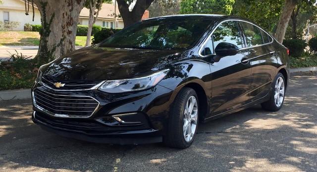 Cạnh tranh Toyota Altis, Chevrolet Cruze 2019 bỏ số sàn, thay bằng hộp số vô cấp CVT  - Ảnh 1.