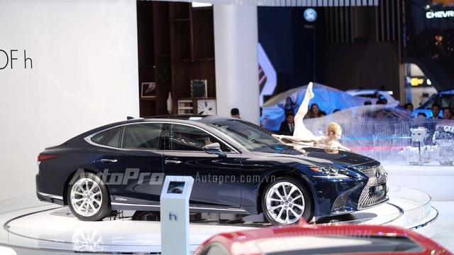 """Trực tiếp: Lexus mang bộ 3 """"hàng nóng"""" đến triển lãm VMS 2017"""