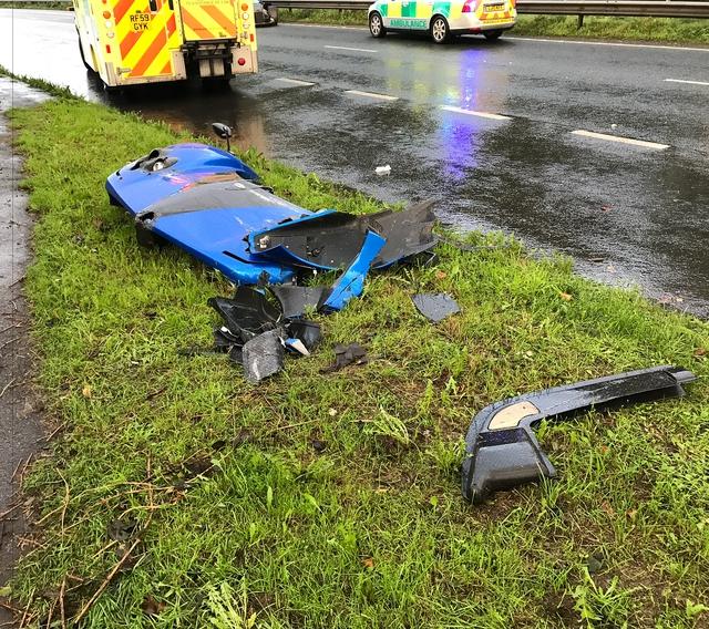 Pagani Zonda PS 760 của đại gia ngành phụ kiện máy bay gặp nạn, mất một phần đầu xe - Ảnh 2.