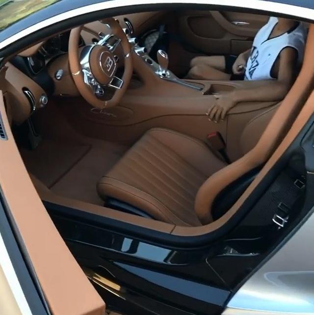 Cristiano Ronaldo khoe video quay cận cảnh siêu phẩm Bugatti Chiron mới tậu - Ảnh 4.