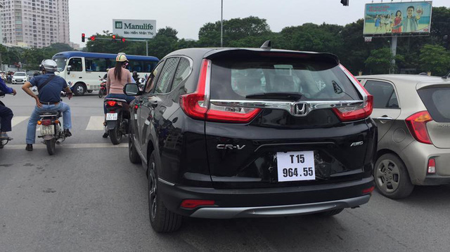 Honda CR-V 7 chỗ bất ngờ xuất hiện trên đường phố Hà Nội