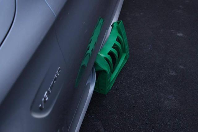 Mercedes-AMG C63S Coupe bị trộm cả 4 bánh xe khi đỗ trên phố - Ảnh 4.