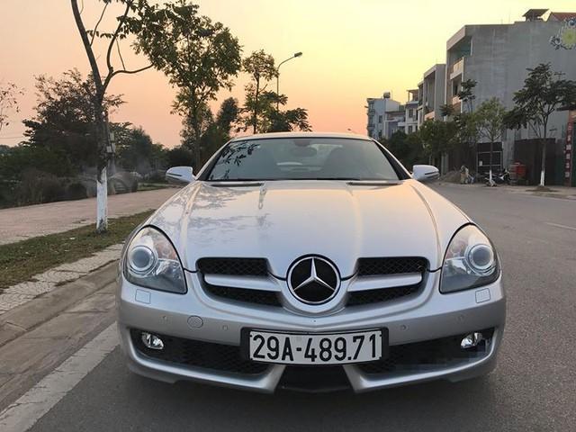 Xe mui trần Mercedes SLK 200 đi hơn 20.000 km rao bán lại chỉ 800 triệu đồng - Ảnh 1.