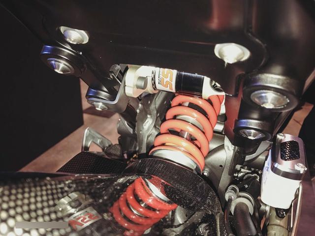 Cận cảnh phiên bản độ chính hãng của naked bike Honda CB150R ExMotion - Ảnh 7.