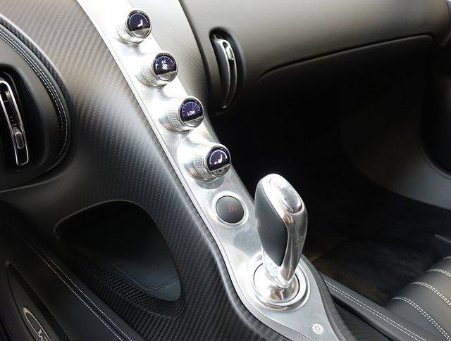 Vẻ đẹp của siêu phẩm Bugatti Chiron đầu tiên rao bán tại Anh - Ảnh 13.