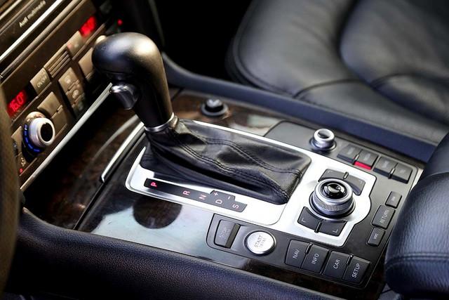 SUV hạng sang Audi Q7 sau 7 năm sử dụng giá ngang Toyota Fortuner mới - Ảnh 11.